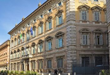 1280px-rome_palazzo_madama_10-01-2011_13-00-15_adjusted
