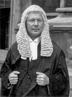 Black and white photo of Sir Hersch Lauterpacht in formal lawyer attire.