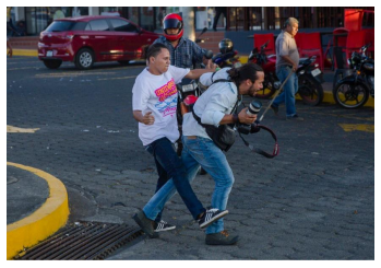 Sandinista Youth shock forces are in charge of attacking journalists covering protests and stealing their equipment, cameras and cell phones. (Source: Margarita Vannini, Author)