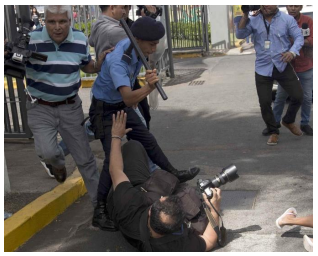 Police beat a photojournalist during protests demanding his release of political prisoners (December 2019, EPA-EFE / Jorge Torres)